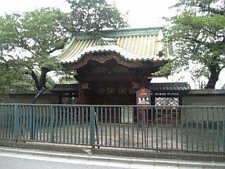 厳有院霊廟の勅額門