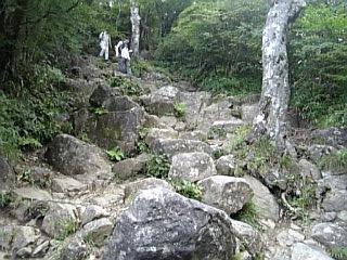 男体山山頂への道