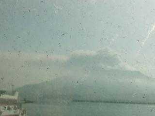 高速船乗り場の窓ガラス