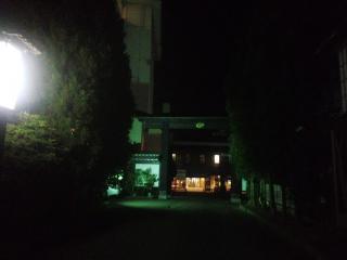 ホテル華乃湯入口