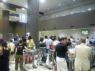 成田空港荷物受取所
