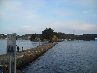 島への防波堤