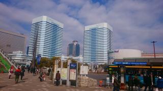 海浜幕張駅前